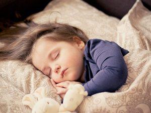 הגורמים להרטבה בזמן שינה